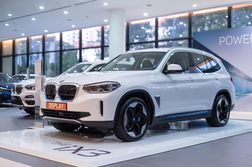 BMW World SG iX3