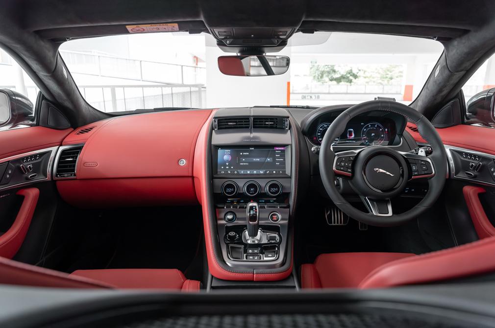jaguar f-type cockpit