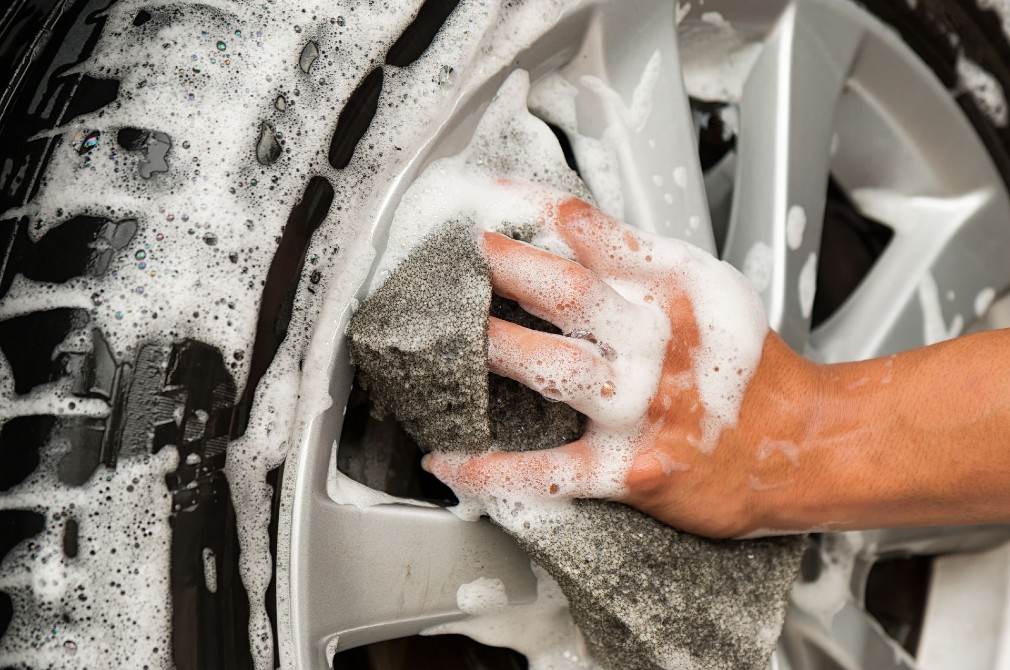 car detailing wash wheels and tyres last minute
