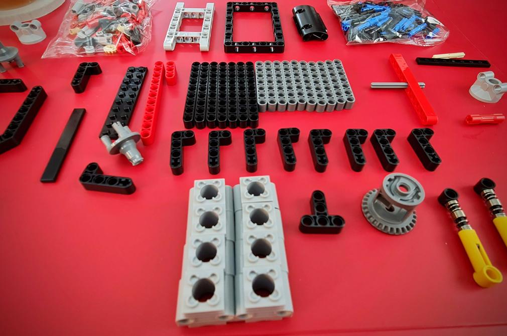 LEGO Ferrari 488 GTE AF Corse layout