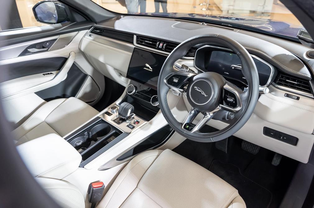jaguar f-pace p250 cockpit