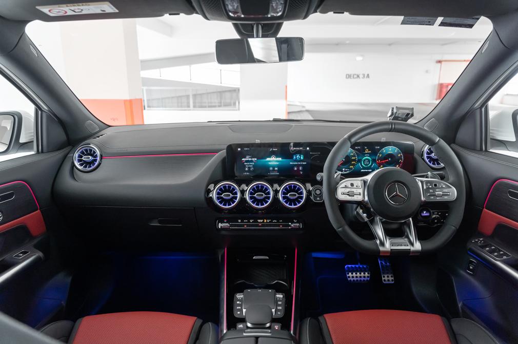mercedes-amg gla45 s cockpit