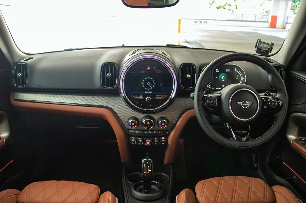 MINI Cooper S Countryman cockpit