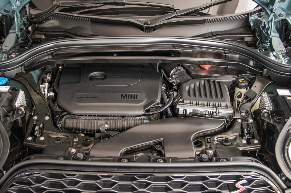 MINI Cooper S Countryman engine