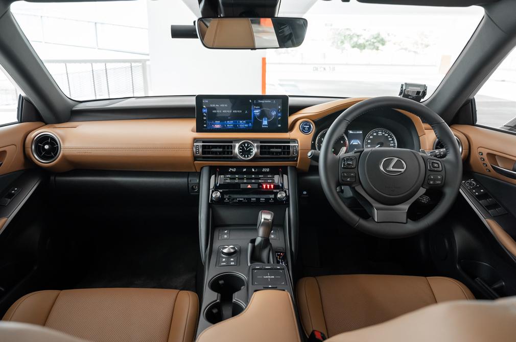 Lexus IS300h cockpit