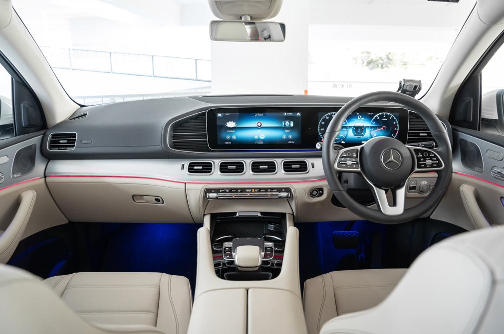 mercedes-benz gle450 interior cockpit