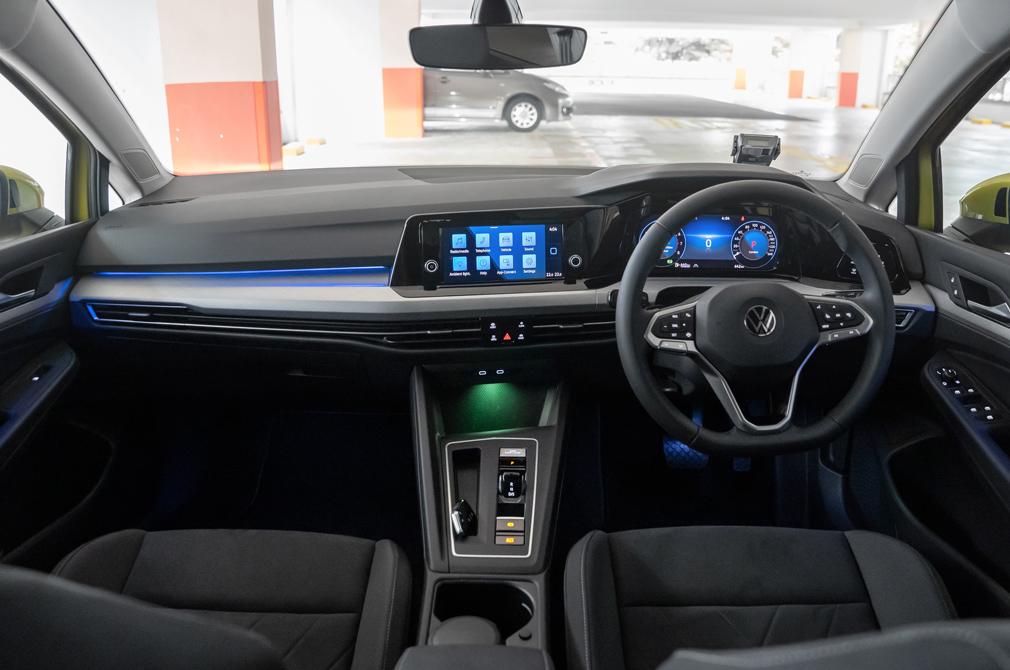 volkswagen golf 8 cockpit