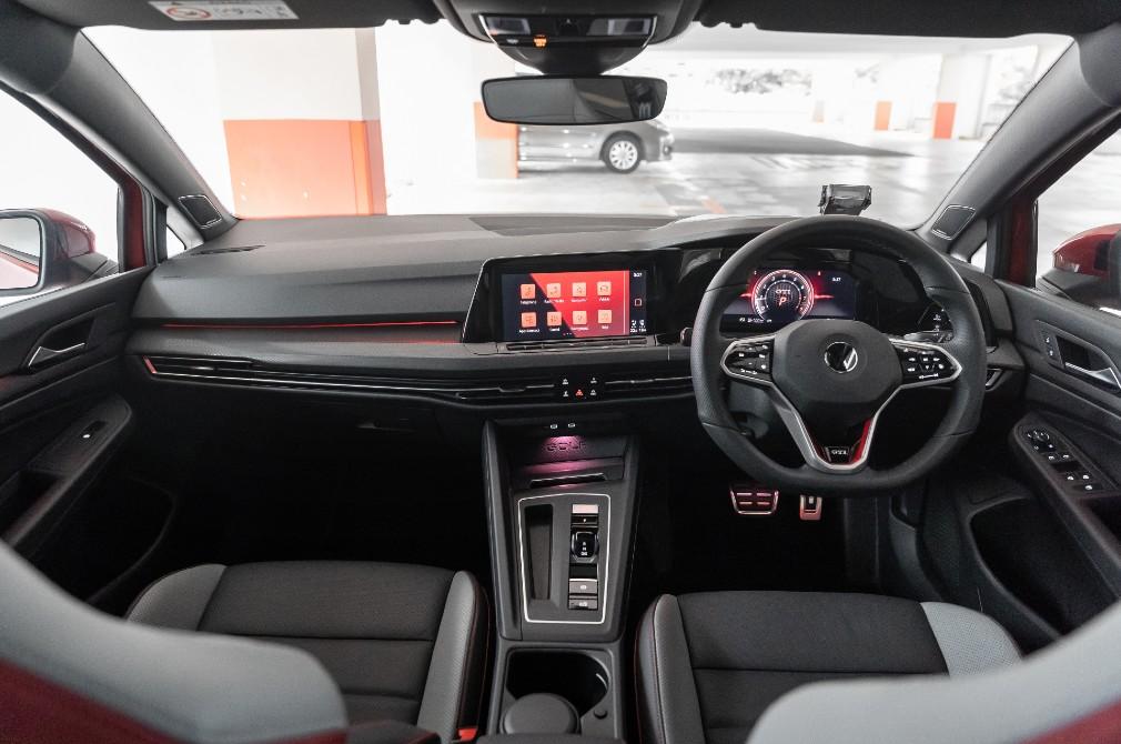 volkswagen golf gti cockpit