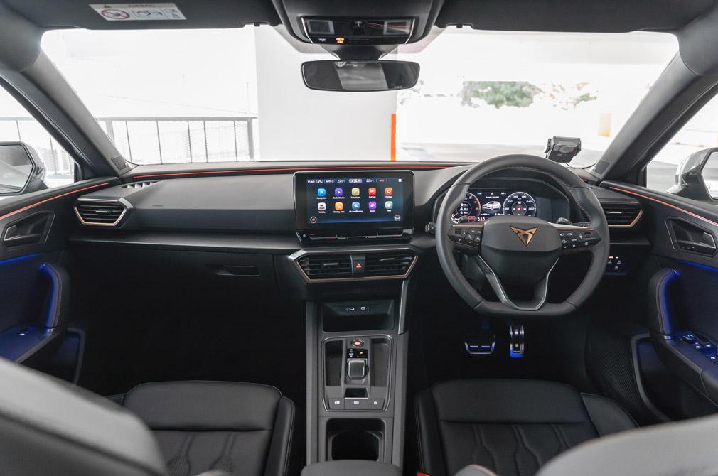 cupra leon cockpit