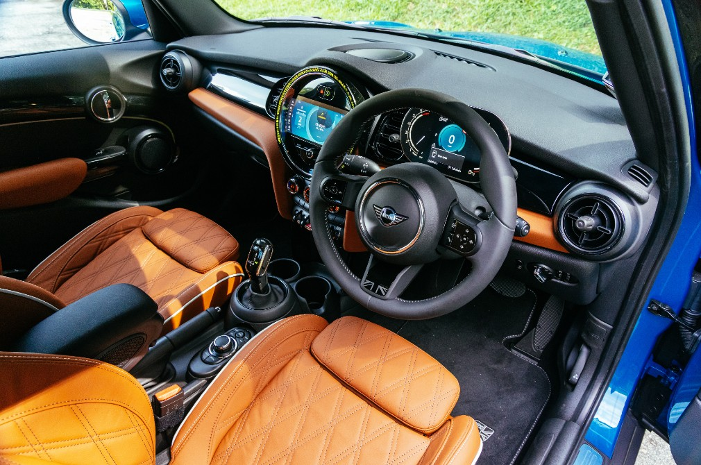 MINI One 5-Door cockpit