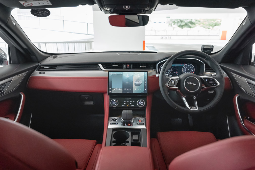 jaguar f-pace cockpit