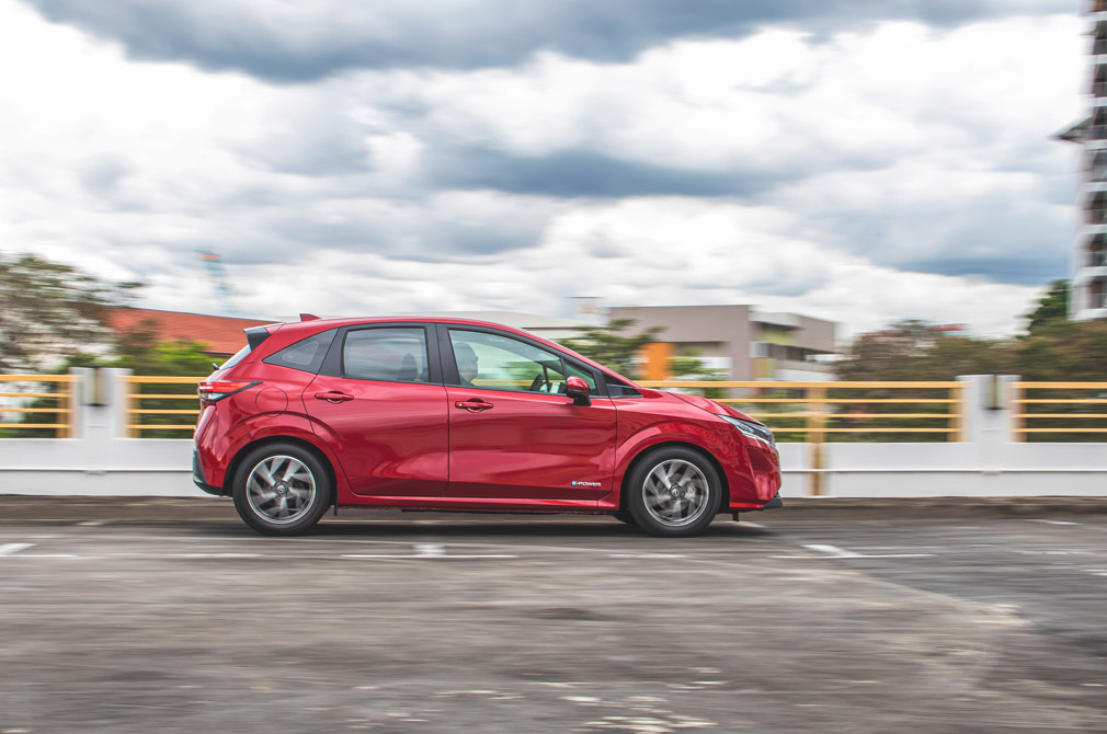 nissan note action