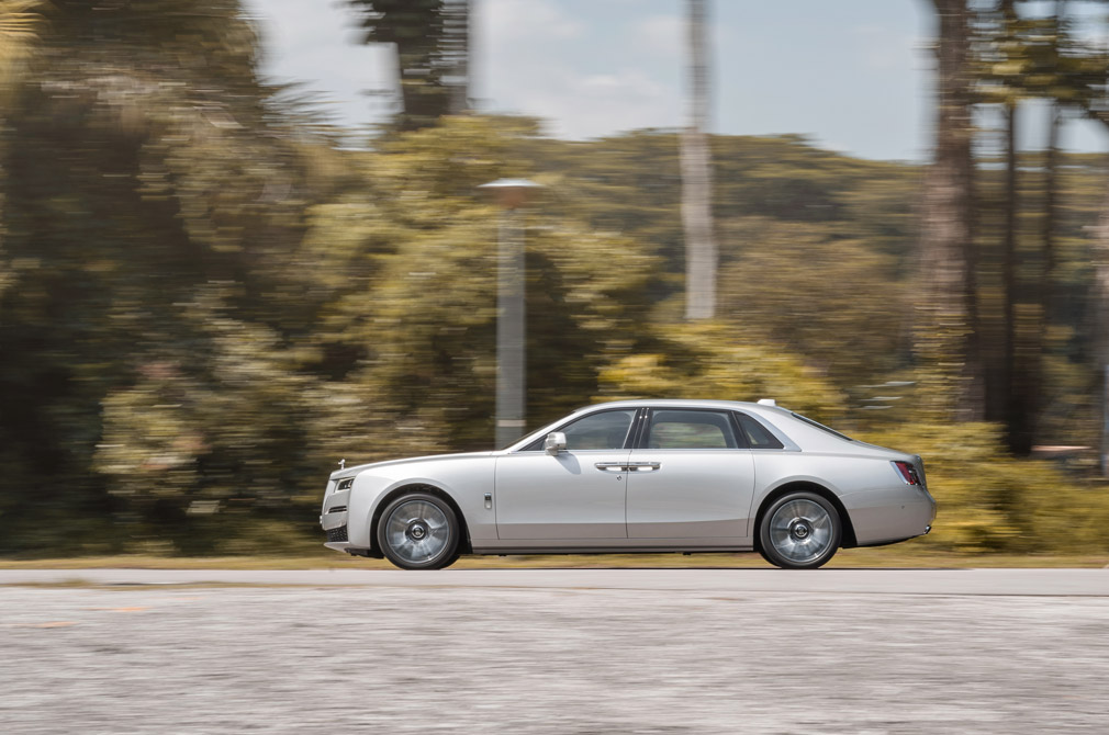 rolls-royce ghost extended panning