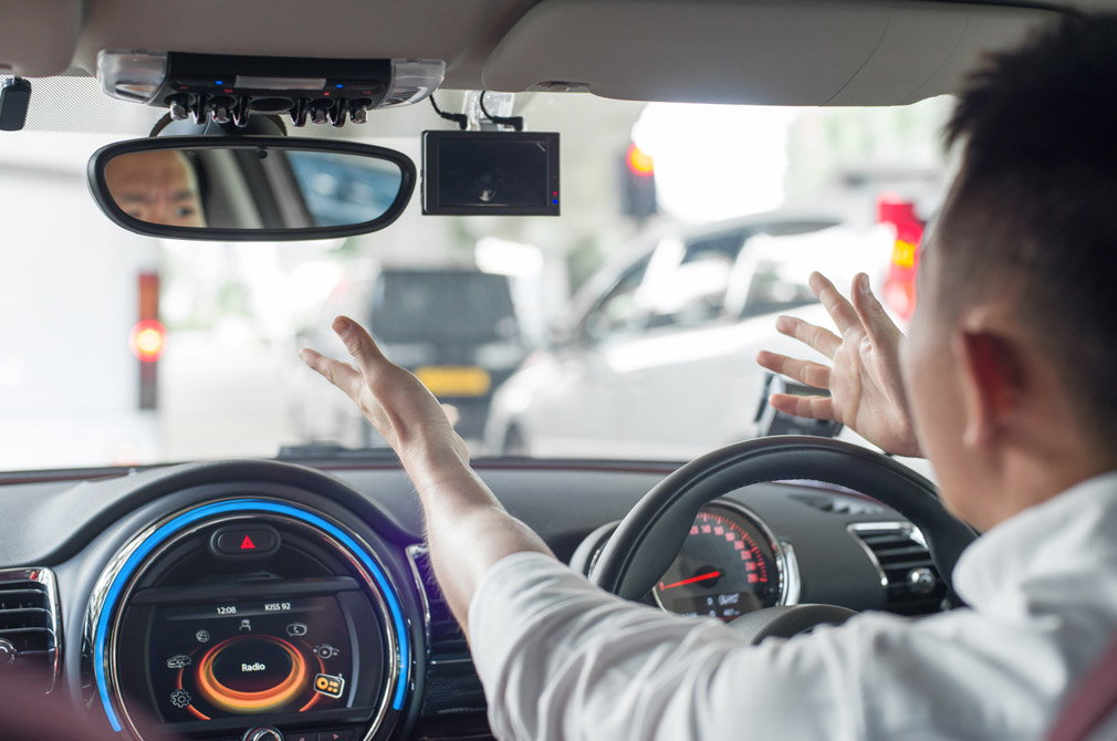 5 dangerous driving habits early braking