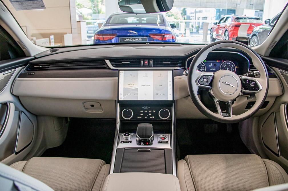 Jaguar XF cabin
